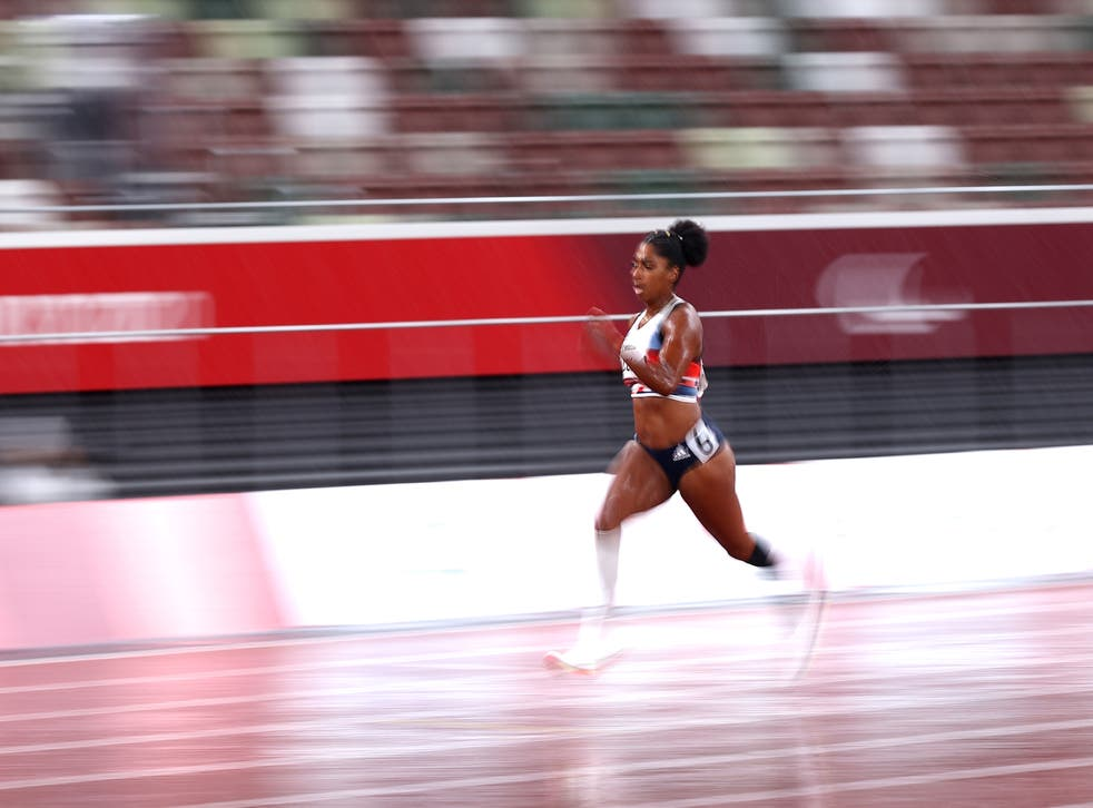 <p>Kadeena Cox of Team Great Britain competes in the Women's 400m - T38 Final</磷>