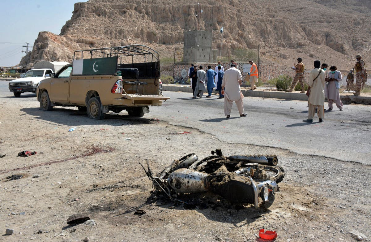 Suicide bombing at southwest Pakistan checkpoint kills 3