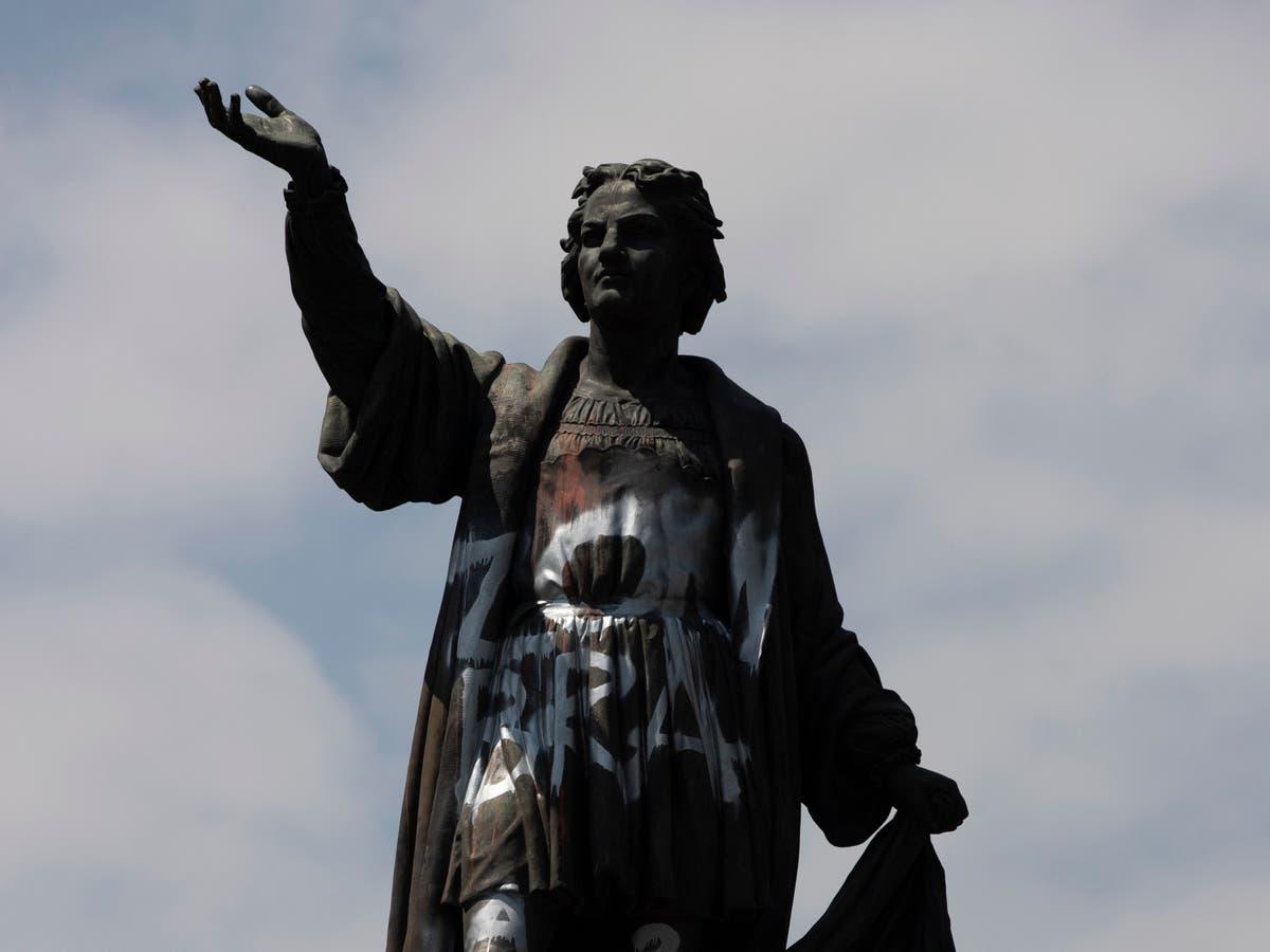 メキシコシティのコロンバス像は、先住民の女性を称える記念碑に置き換えられます