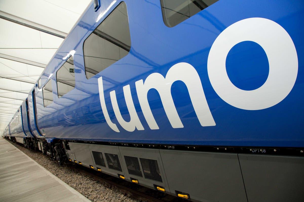 イーストコースト本線でイージージェット機とLNERに乗る予算の列車
