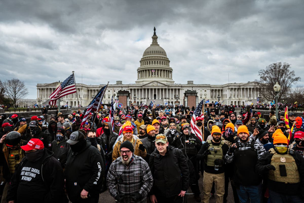 FBI had informant among Capitol riot crowd, relatório diz