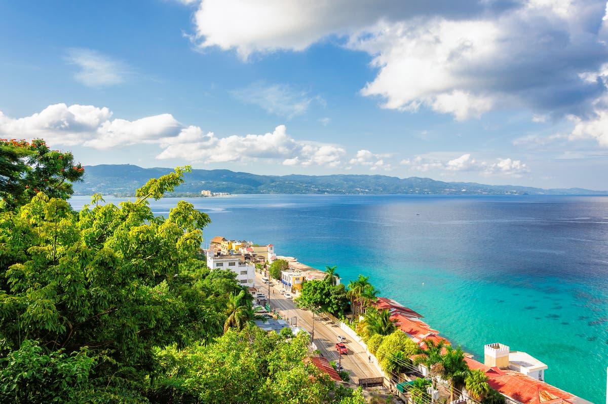 O CDC adiciona dois pontos turísticos populares em uma ilha à sua lista de riscos de viagens