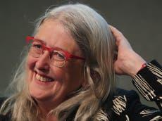 Arrêtez d'être «fixé» avec Oxbridge, Dame Mary Beard dit