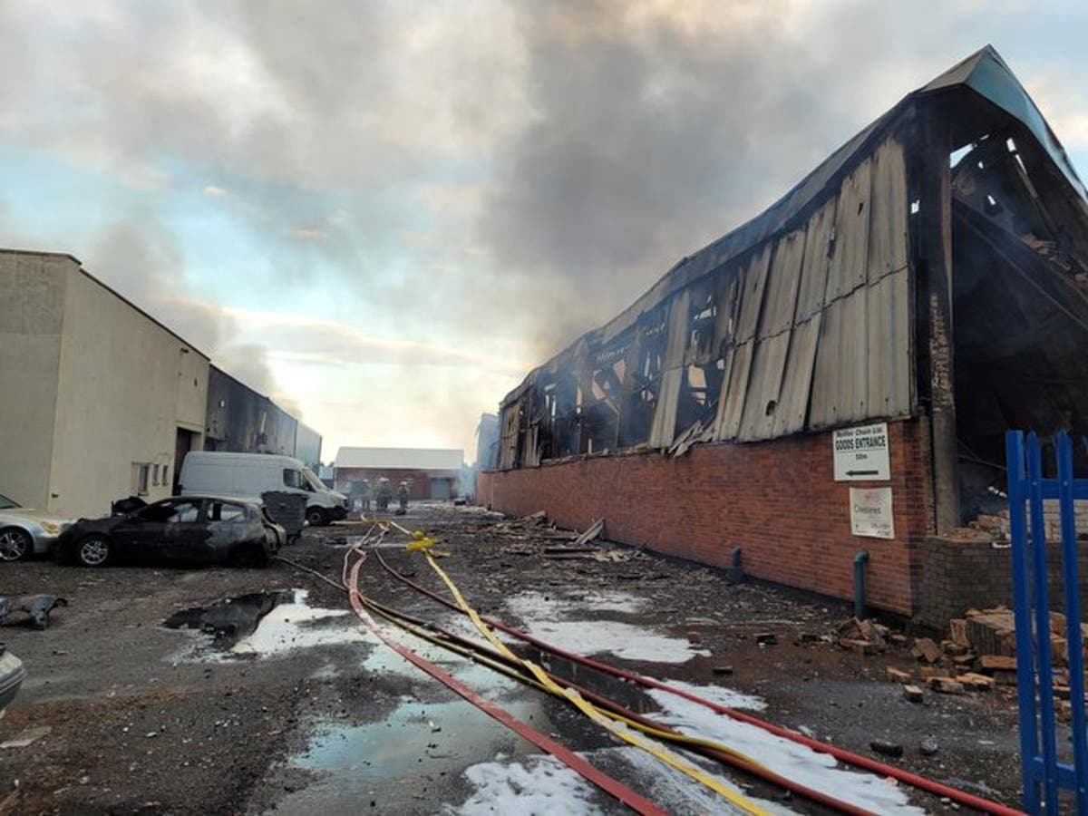 Kidderminster fire: Residents evacuated after 'significant' industrial blaze