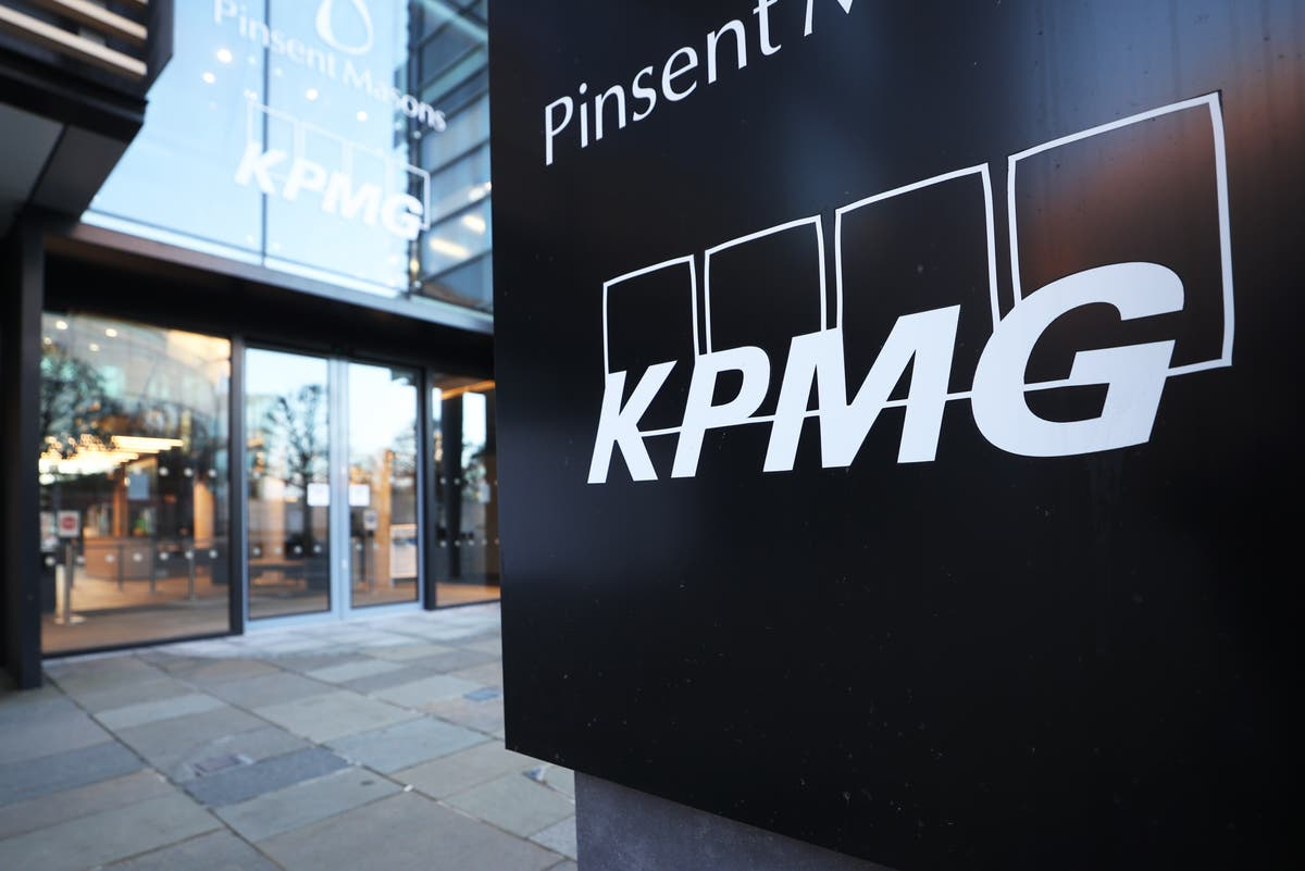 KPMG sets target for nearly a third of senior staff to be working class