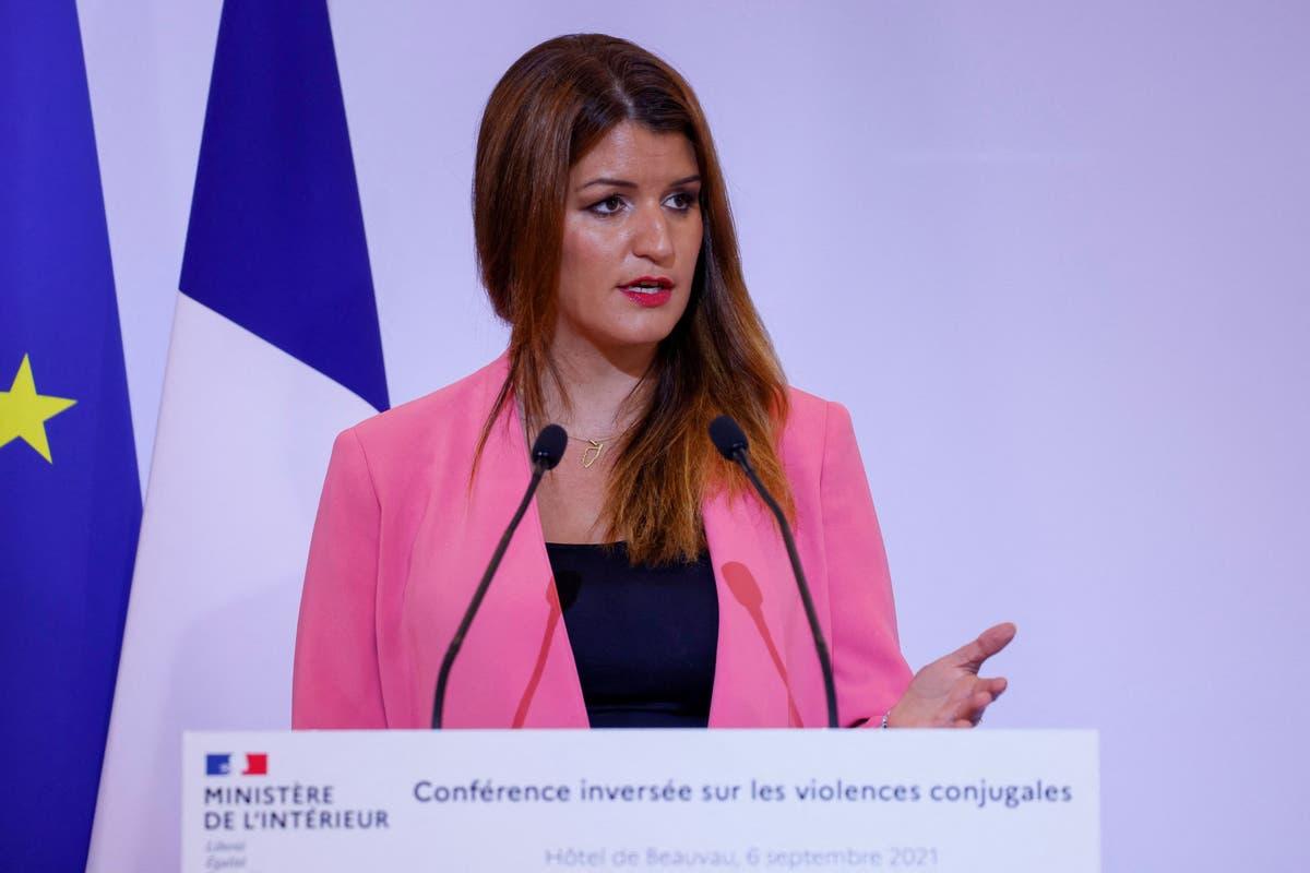 フランスは市民権を付与します 12,000 彼らに感謝する外国生まれの最前線の労働者