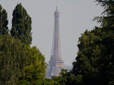 フランスは、ワクチン未接種のアメリカ人の不必要な旅行の禁止を発表しました