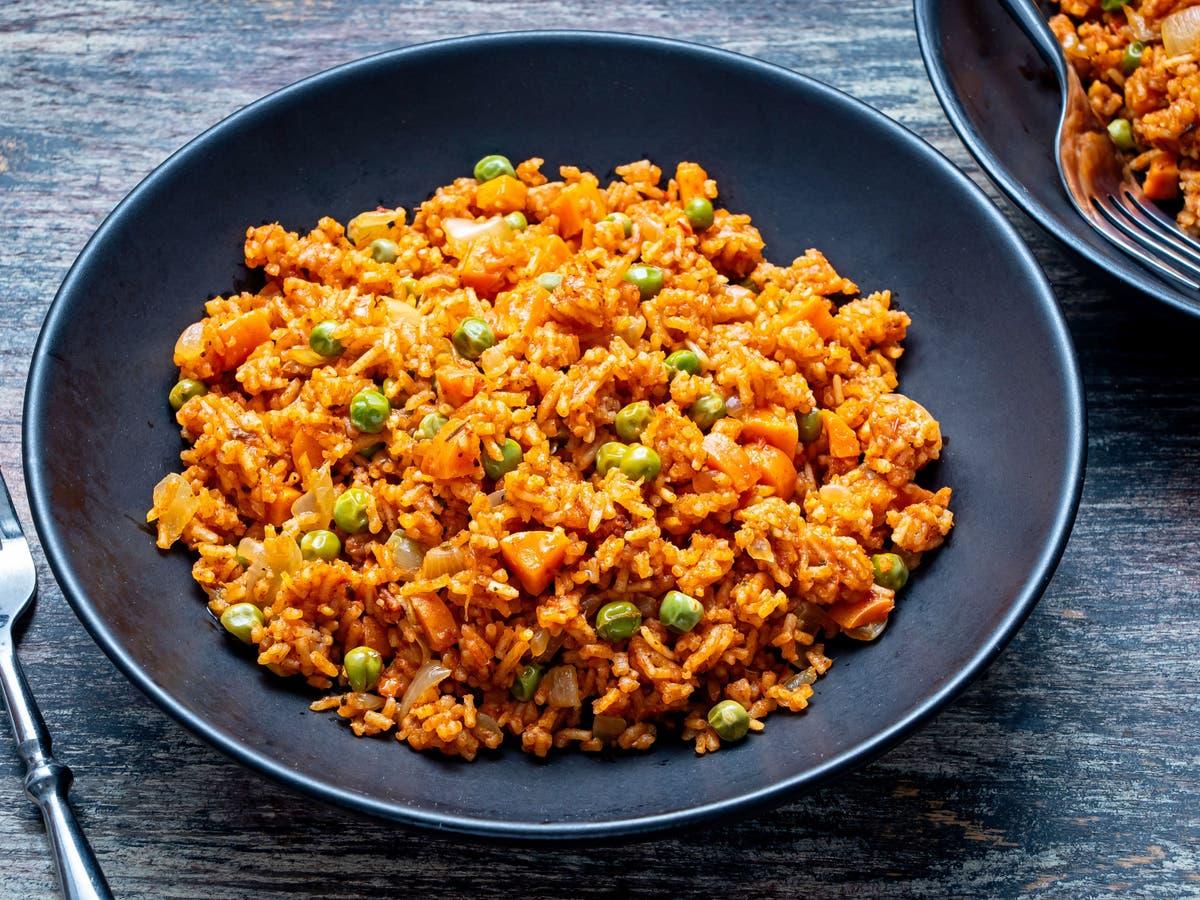 Este arroz jollof vegetariano é uma ótima maneira de apreciar a culinária da África Ocidental