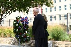 バイデンはペンタゴンに花輪を捧げる 9/11 トランプがからかう記念碑 2024 走る