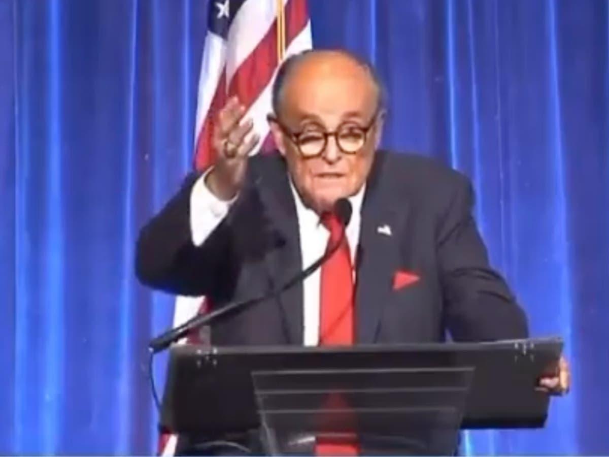Giuliani impersonates Queen in wild speech at 9/11 memorial dinner