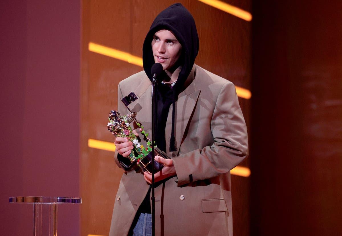 A grande vitória de Justin Bieber no VMA deixou os fãs com reações mistas