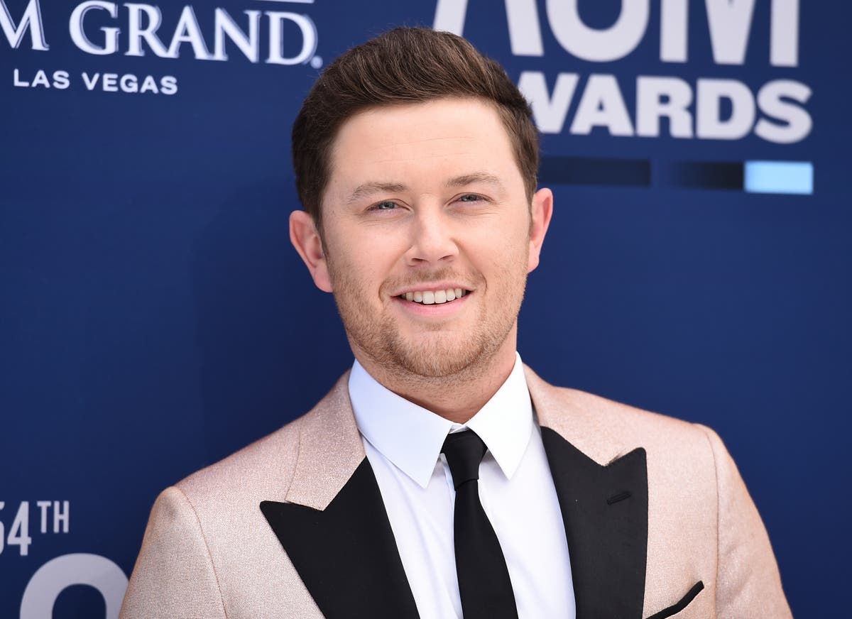 Country star Scotty McCreery knows pressure NFL players face