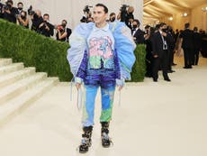Dan Levy: The powerful message behind his extravagant Met Gala outfit