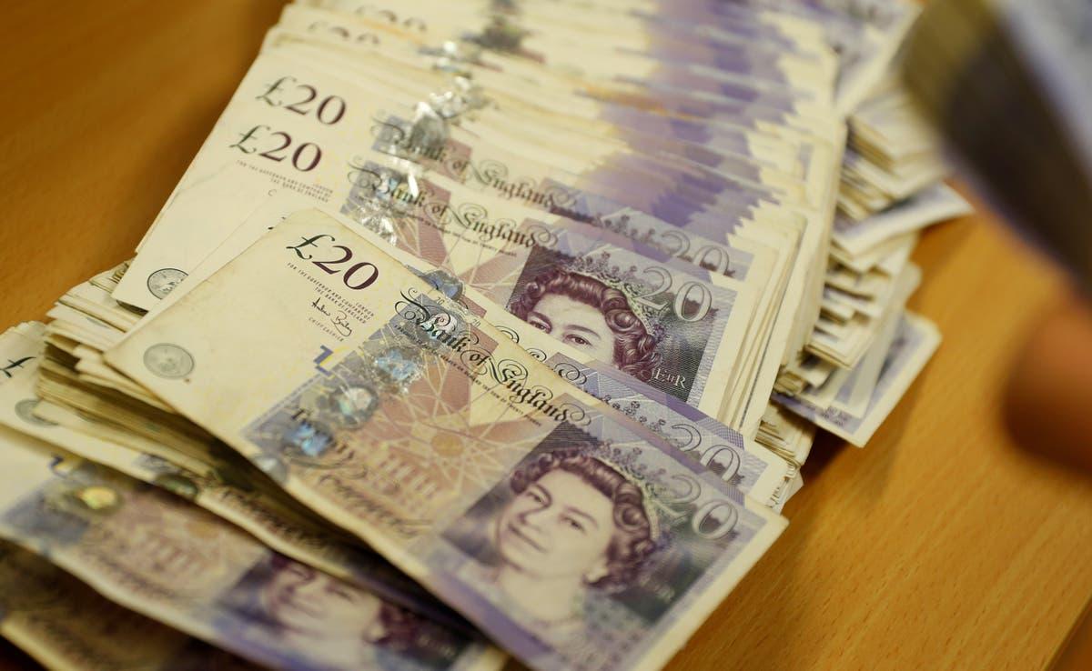 En av fire familier i Englands byer taper på 1 000 pund i året