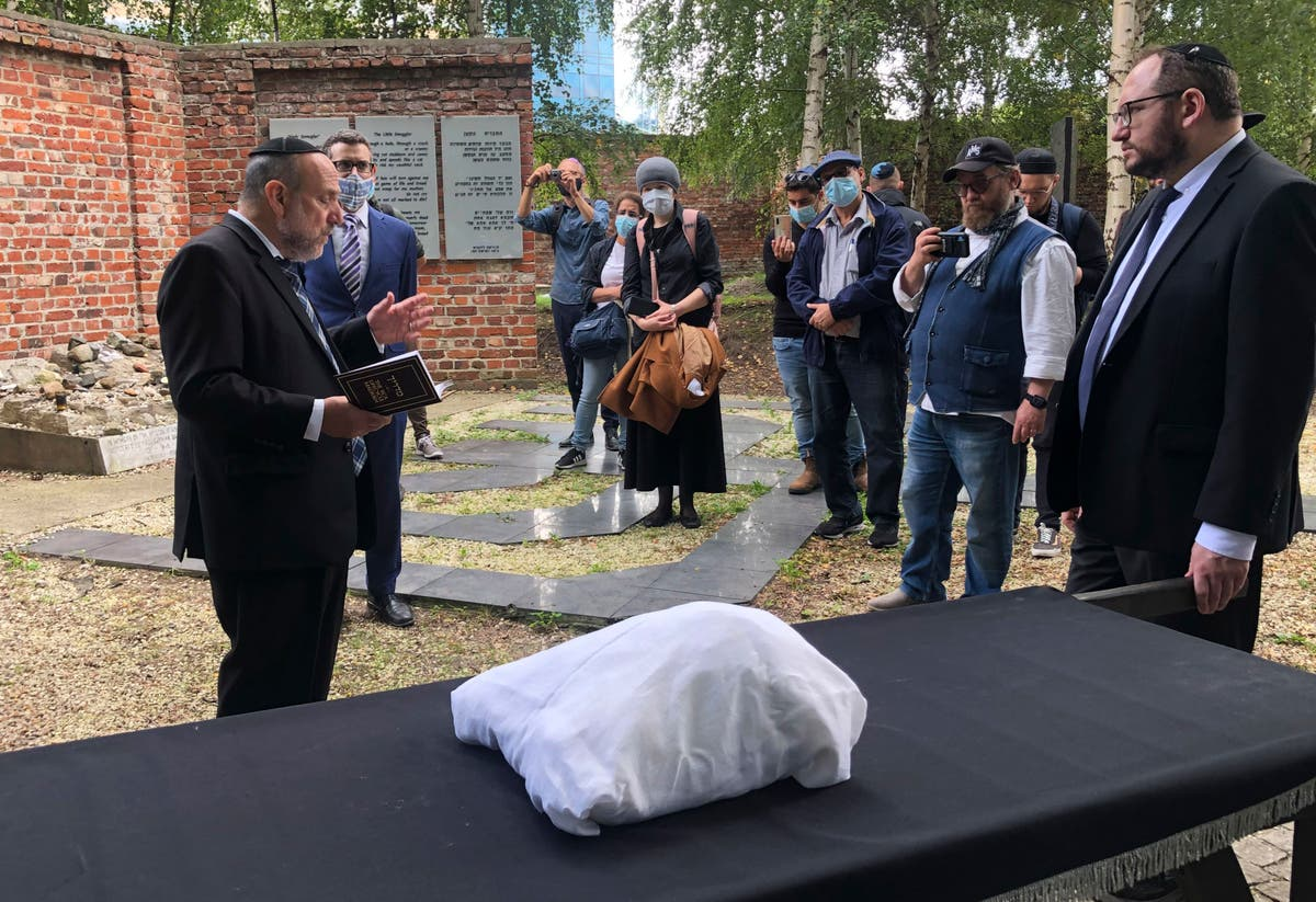 Jewish leaders bury remains found in former Warsaw ghetto