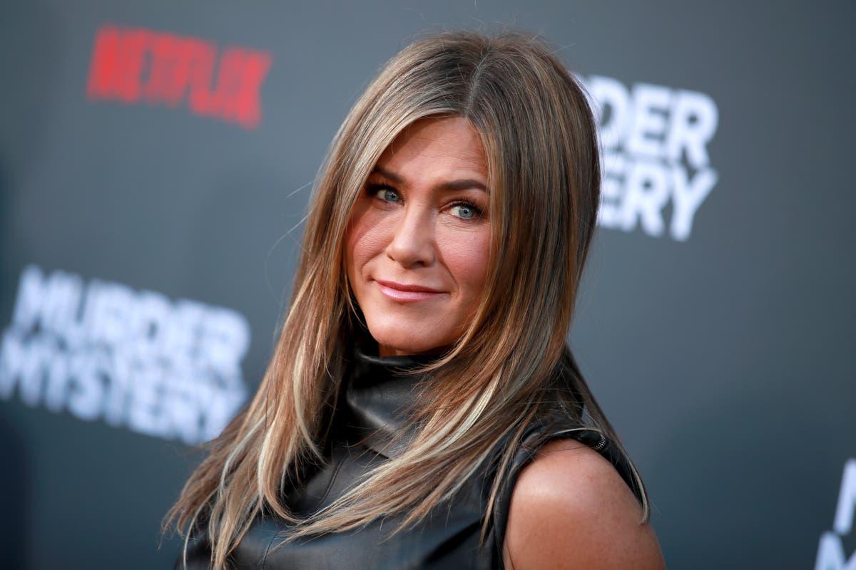 """Jennifer Aniston explica por que ela achou a reunião de amigos """"brutal"""" para filmar"""
