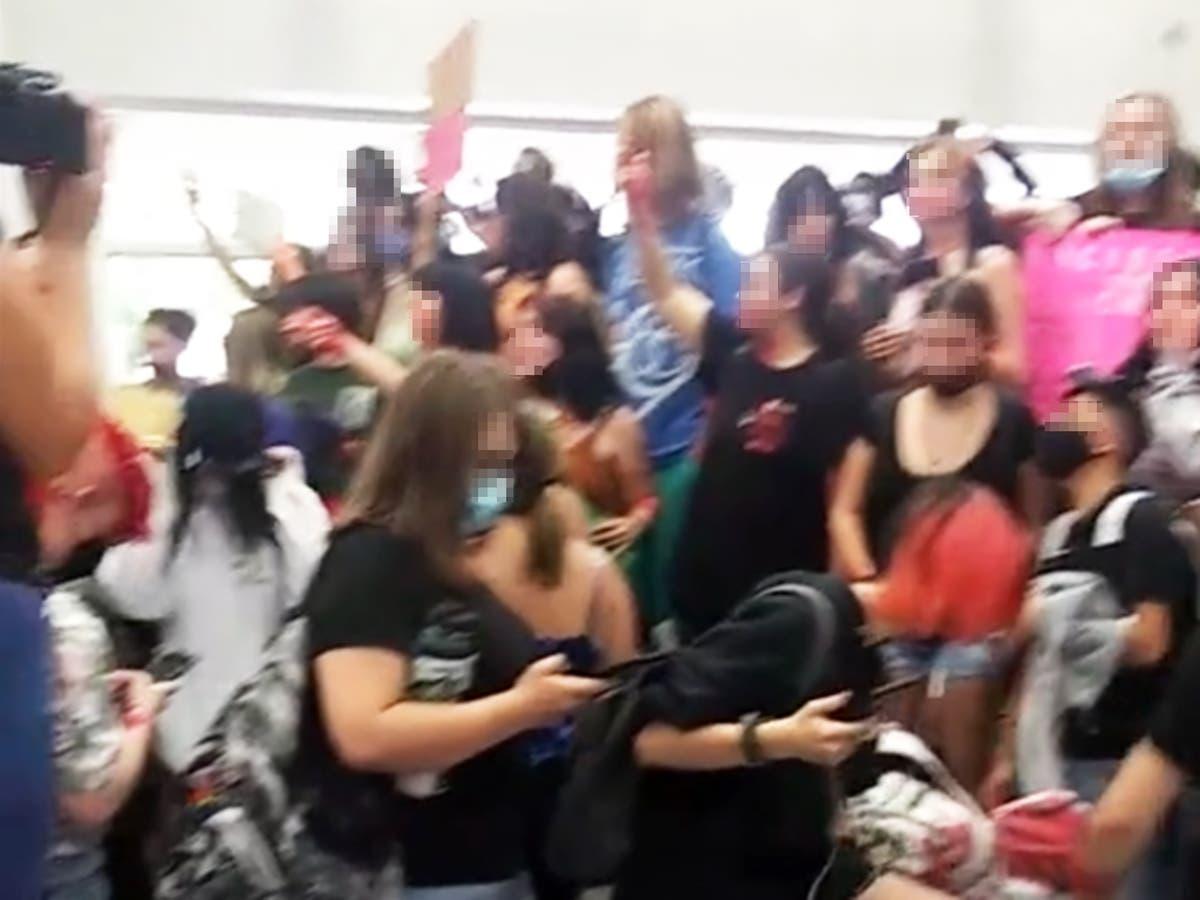 Ungdoms seksuelle overgrep anklager leder hundrevis i Arizona skoleprotest