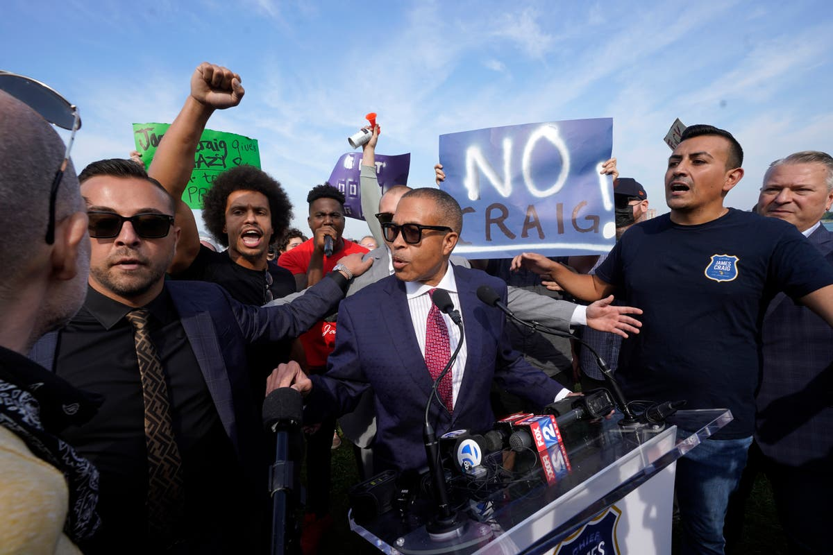 Ex-Detroit police chief enters governor race amid protest