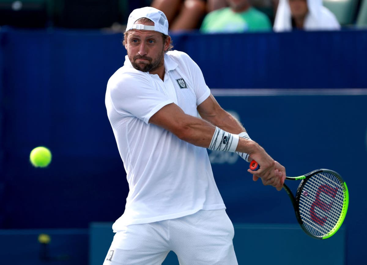 Sandgren disqualified for hitting line judge with ball after being struck in groin