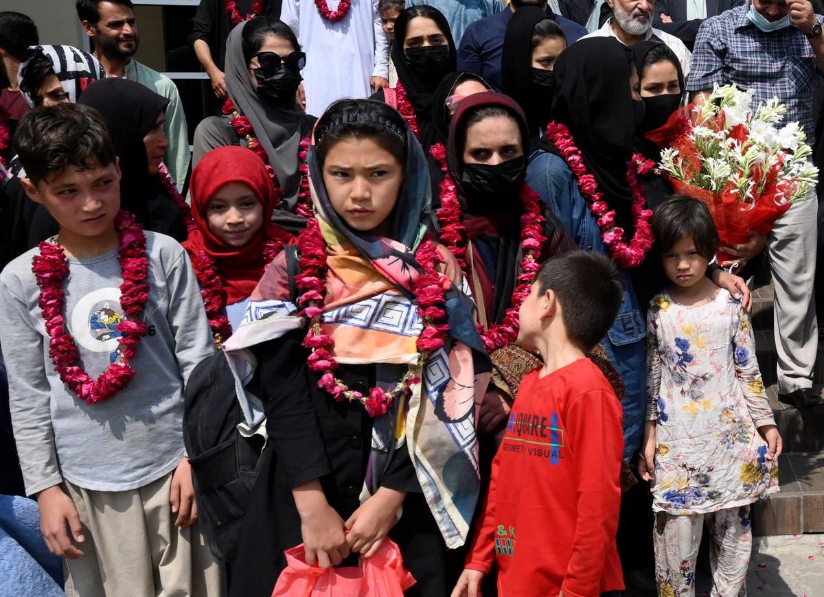 最新的: China urges that Afghan funds abroad be unfrozen