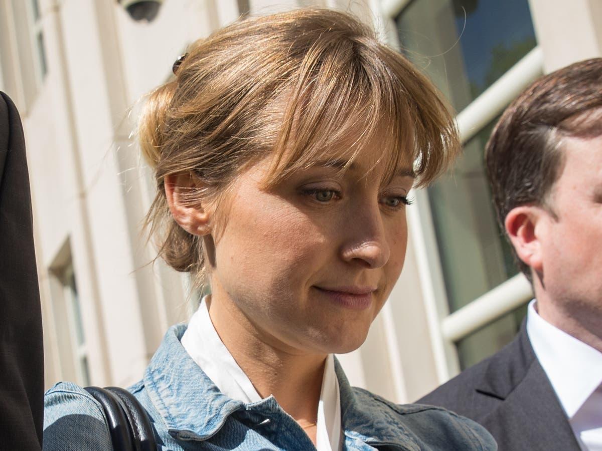 Allison Mack begins prison sentence early