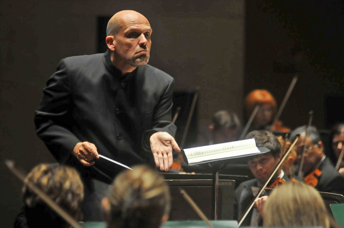 Van Zweden to leave New York Philharmonic after 2023-24