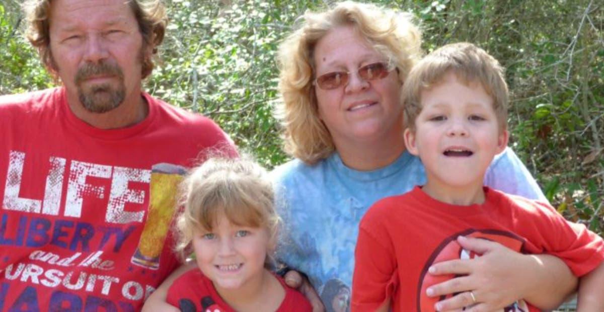 Texas teen dreper familien, deler bilder på sosiale medier, dreper seg selv