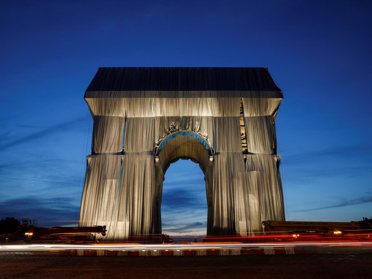 Tourists confused by new Arc de Triomphe art installation