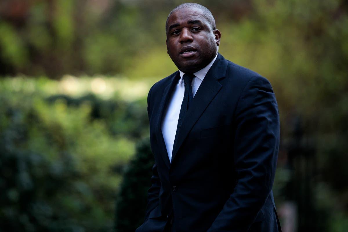デイビッド・ラミーは、地元の刑務所への訪問が新しい法務長官ラーブによってキャンセルされたと主張している