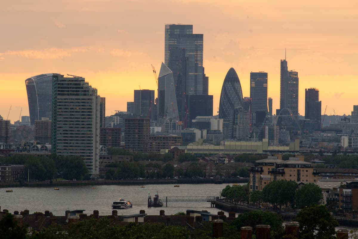 FTSE 100 falls below 7,000 for first time since July