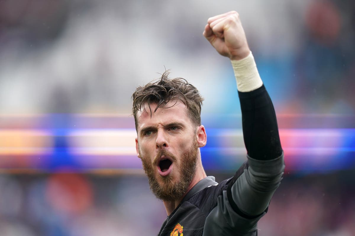 David De Gea ends long wait for penalty save with last-gasp heroics at West Ham