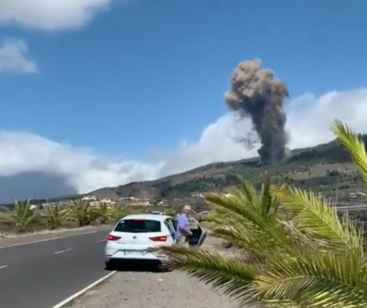 Volcano erupts on Spanish island of La Palma in wake of earthquakes