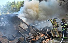 Des pilotes militaires blessés alors qu'un avion s'écrase dans un quartier du Texas