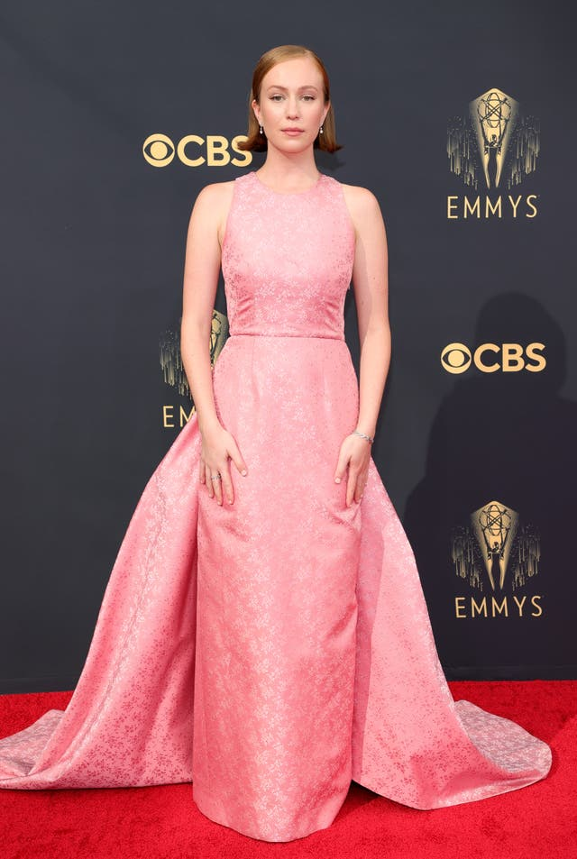 Hannah Einbinder in a pink Prada gown