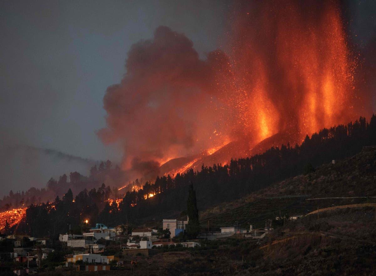 Villages evacuated and homes destroyed after eruption - følg live