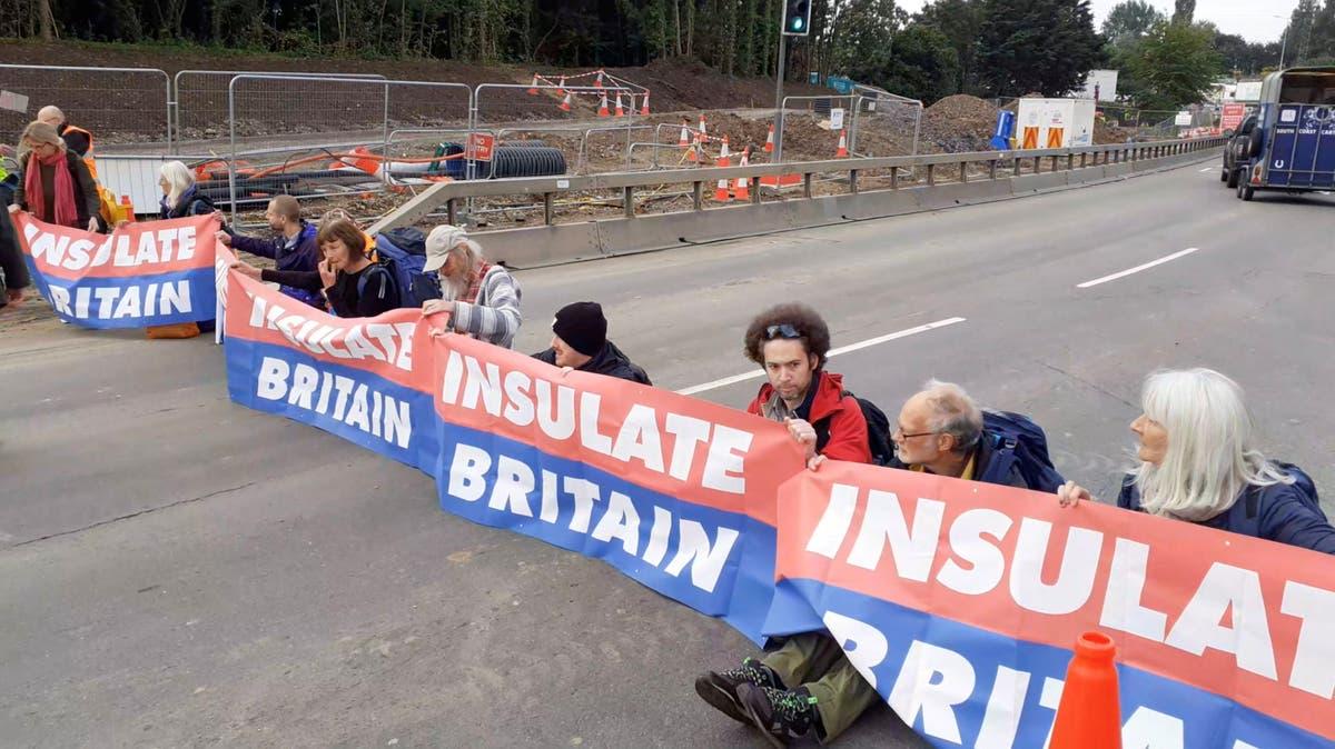 Protest blocks Junction 18 作为 13 arrested - 关注直播