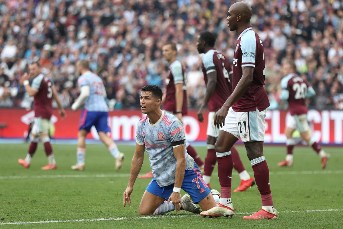Cristiano Ronaldo should have had penalty against West Ham, former referee says