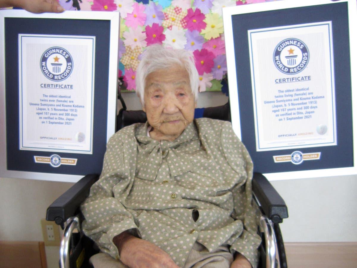 Sœurs japonaises âgées 107 battre le record du monde Guinness des jumeaux les plus âgés