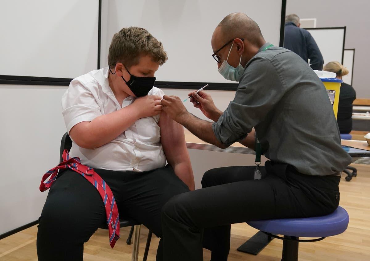 几乎 125,000 deaths prevented by Covid vaccines in England, figures suggest