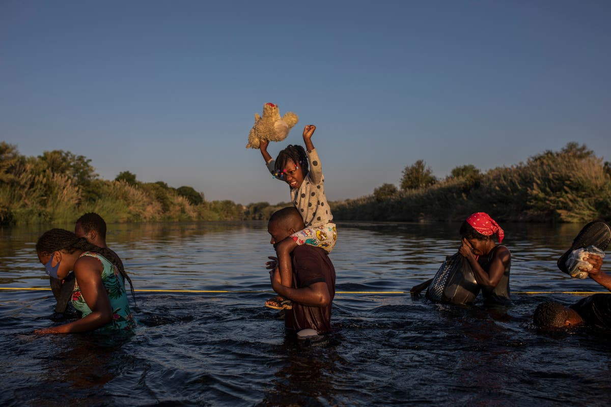 Options shrink for Haitian migrants straddling Texas border