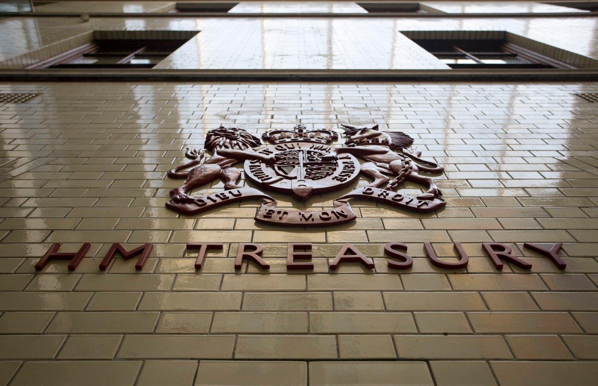 企業は、一時解雇制度を通じて請求された10億ポンド以上を還元します