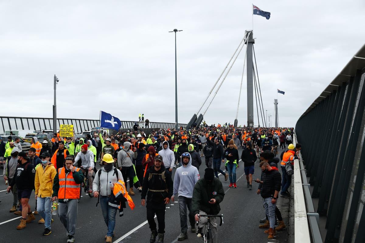 Violent anti-lockdown protests erupt again in Melbourne