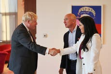 Amazon boss Bezos won't pay taxes 'out of kindness', dit Boris Johnson