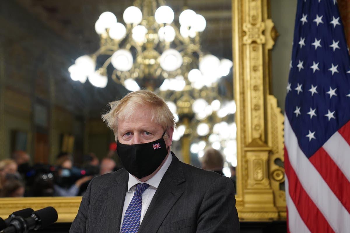 Boris Johnson arriveer in die Withuis vir gesprekke met Joe Biden