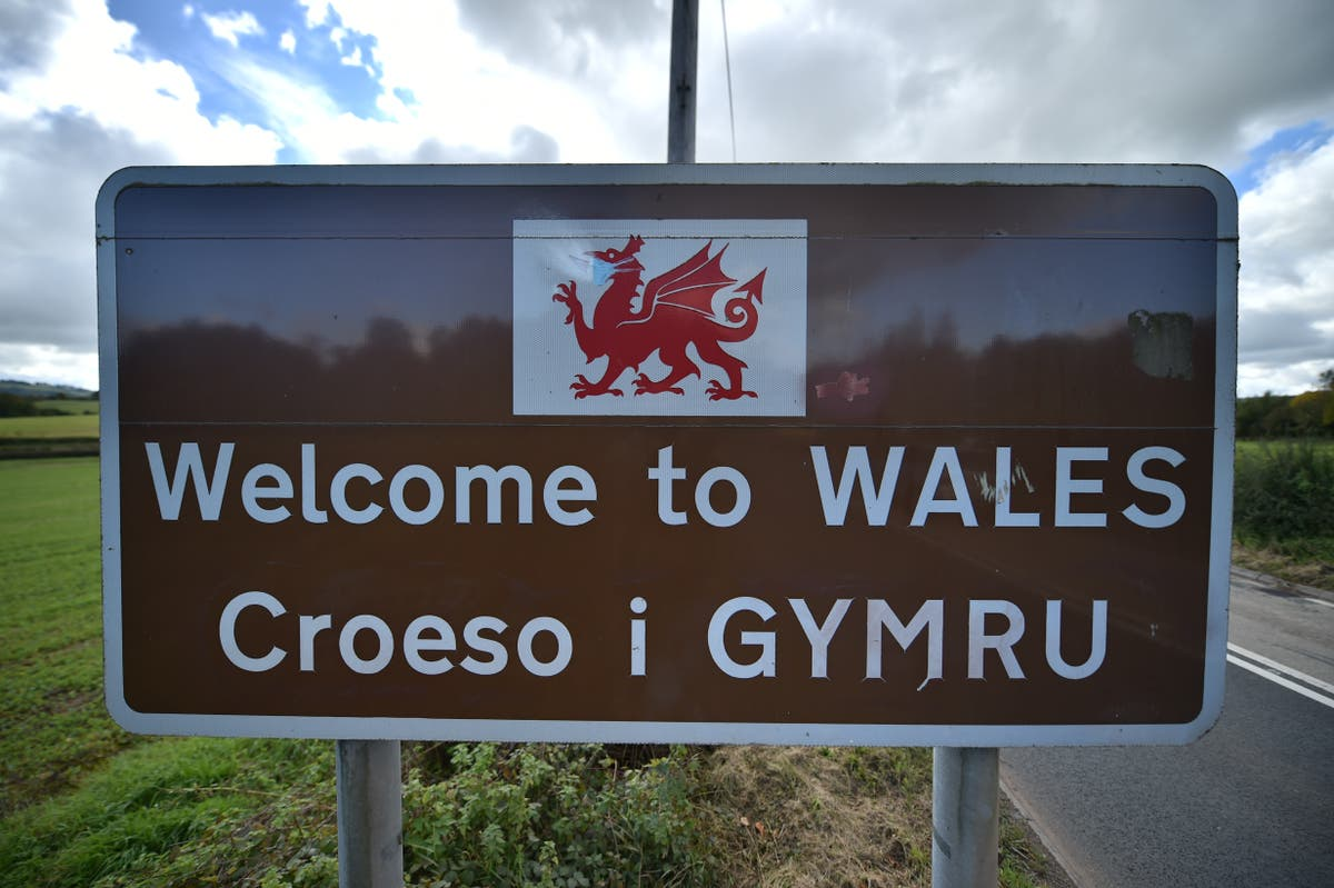 HSBC branch staff learning Welsh