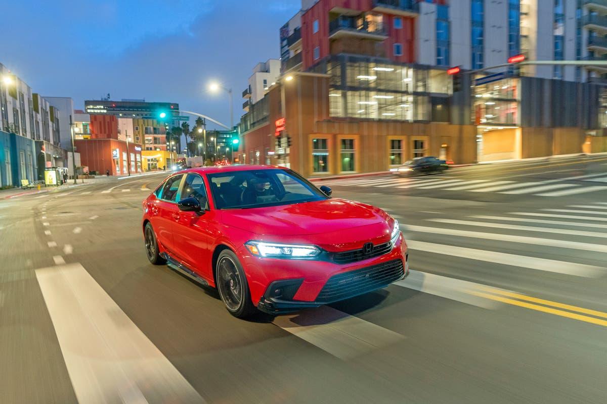 Edmunds: 2022 Honda Civic versus 2022 Toyota Corolla