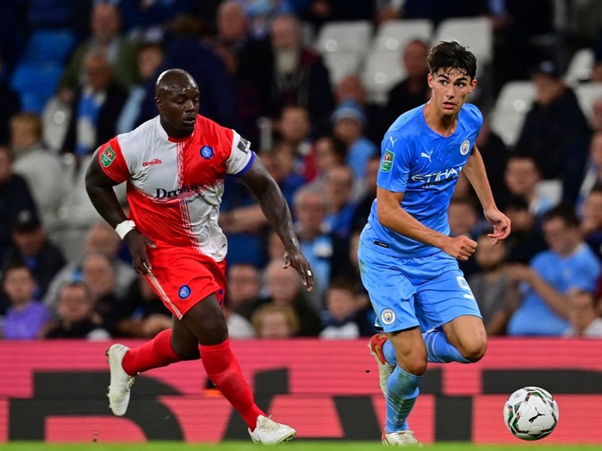 Pep Guardiola noem Adebayo Akinfenwa 'legende' nadat Man City Wycombe verslaan het