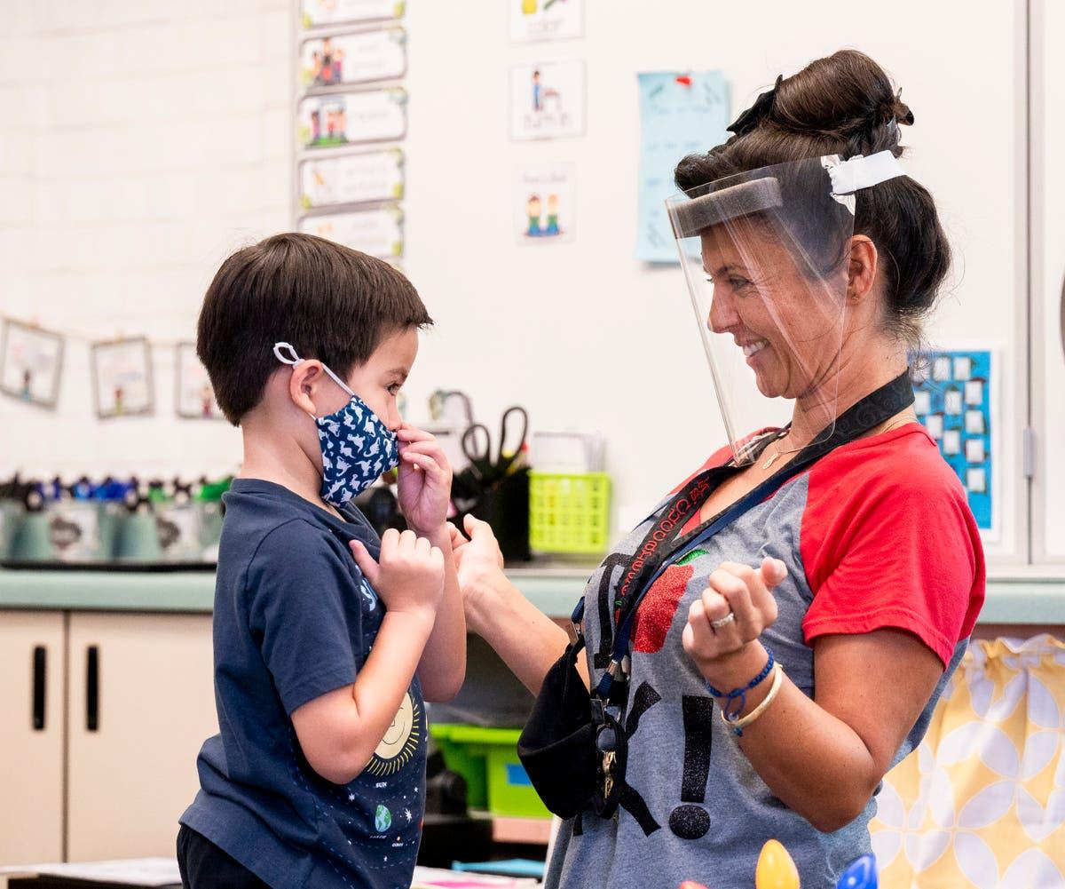 COVID-19 creates dire US shortage of teachers, personnel de l'école