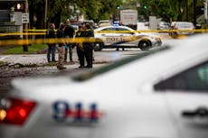 Polícia: 1 dead in drive by shooting at school bus stop