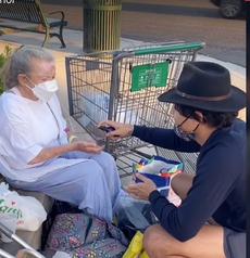 TikToker nie avoir mal géré l'argent collecté pour une femme sans-abri présenté dans ses vidéos